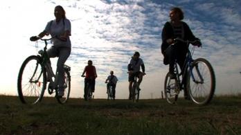 Kocsmákat keresnek kiszáradt kerékpáros turistáknak