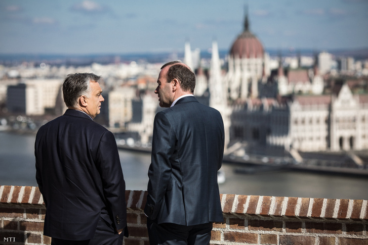 Viktor Orbán (l) and Manfred Weber (r) on the balcony of the Prime Minister's Office on 12 March 2019