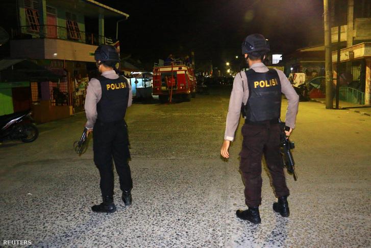 Rendőrök a robbantás helyszínén