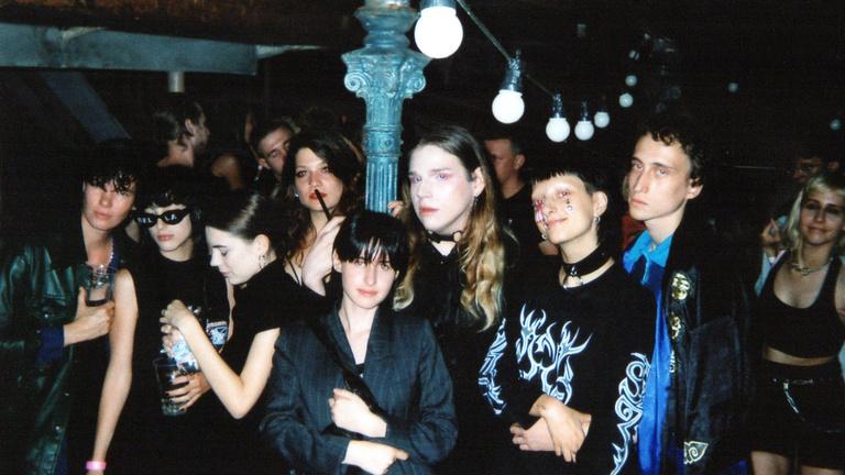 Annyira időtlen, hogy az arcokat is 1991-esnek nézem