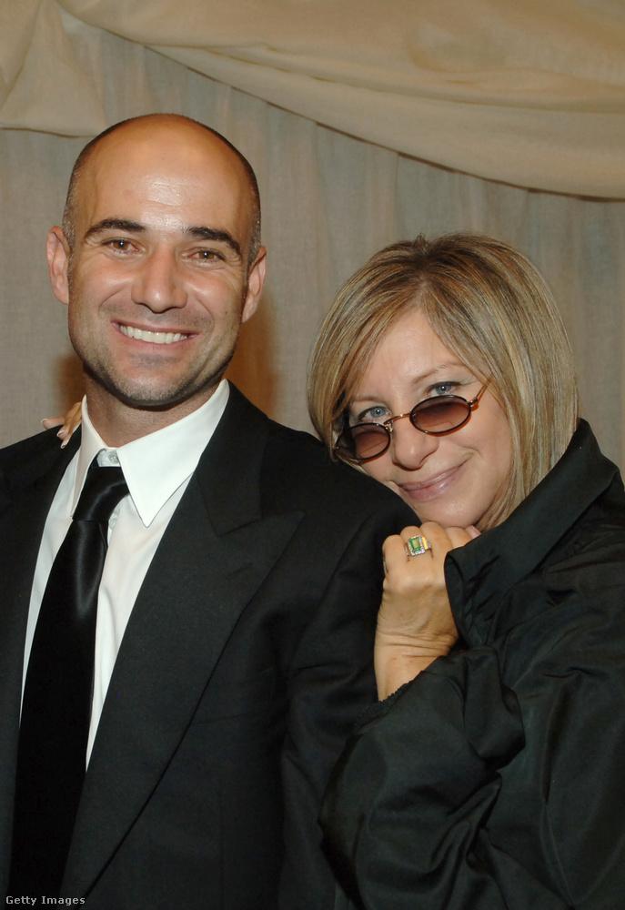 Amire viszont feltehetőleg kevesebben emlékeznek: Andre Agassi a '90-es évek elején Barbra Streisand színész-énekesnő-legendával is járt egy ideig! Igen, majdnem 30 év köztük a korkülönbség.