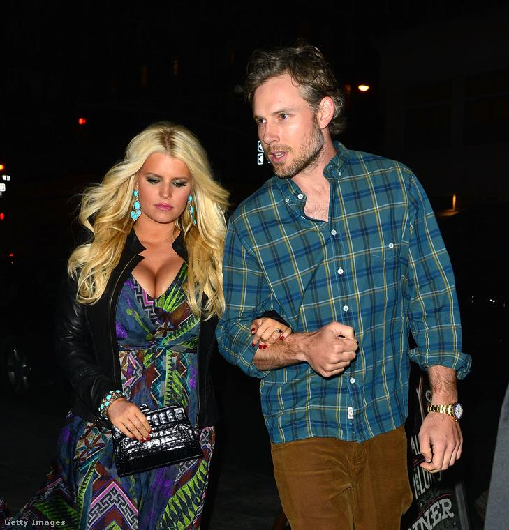 Jessica Simpson énekesnő a szintén zenész Nick Latchey feleségeként lett világhírű, de 2014 óta Eric Johnson futballista a házastársa, két gyerekük van