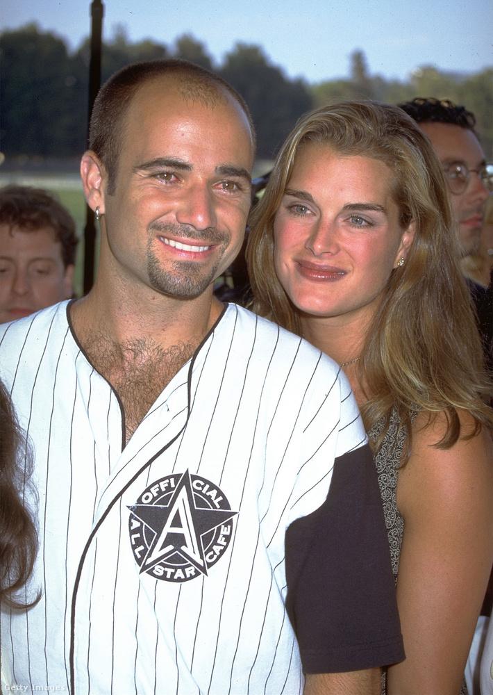Andre Agassi teniszező se maradjon ki, ővele kapcsolatban nyilván sokan emlékeznek még, hogy a '90-es évek végén pár évig Brooke Shields színésznővel élt házasságban