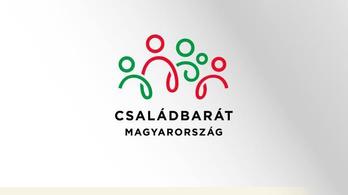 Családbarát Magyarország matricával furikázhatnak 3 évig a támogatott nagycsaládosok