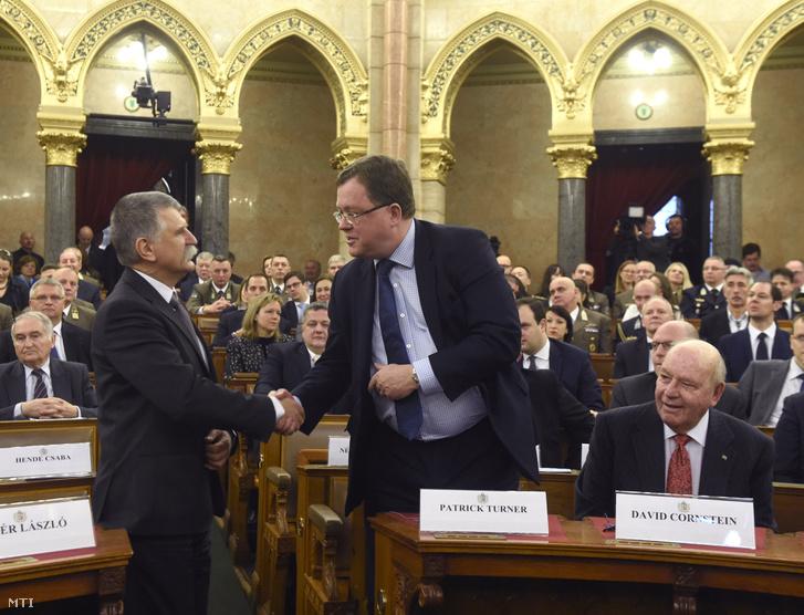 Kövér László, az Országgyűlés elnöke (b) és Patrik Turner, a NATO főtitkárhelyettese.