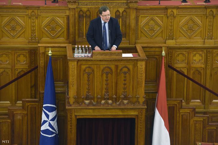 Patrik Turner, a NATO főtitkárhelyettese előadást tart a Magyarország 20 éve a NATO-ban című konferencián az Országházban 2019. március 13-án.