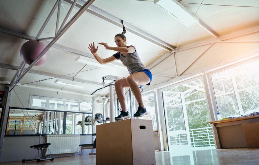 A pilometrikus, ugrásokból és guggolásokból álló gyakorlatok erősítik a lábat és a csípőt, égetik a zsírt, és hozzájárulnak a kardiovaszkuláris rendszer egészségéhez.