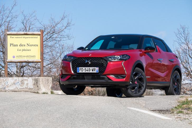 Kisautó, pontosabban kicsi szabadidőautó, mint egy Opel Mokka mondjuk, csak luxuskivitelben