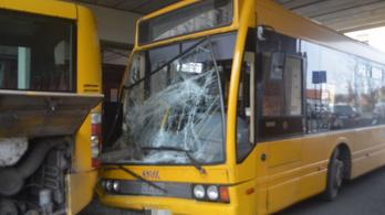 Összeütközött két busz Győrben