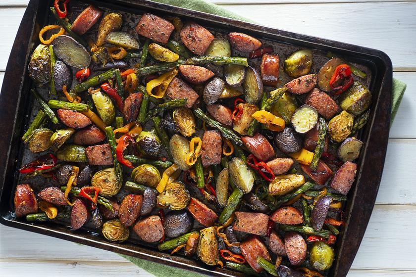 Sütőben sült zöldségek friss fűszernövényekkel: finomak és energetizálnak