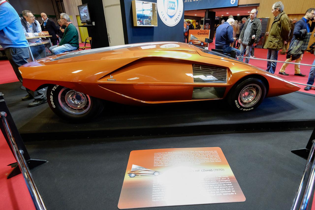 Ki hinné, hogy ez az autó már negyvenkilenc éves? Ez maga az egyetlen példányban létező Lancia Stratos HF Zero, ami lényegében egy szárnyprofil. A Marcello Gandini fejéből kipattant, feledhetetlen karosszériát egy Lancia Fulvia HF V4-es motorja hajtja. Tehát működik