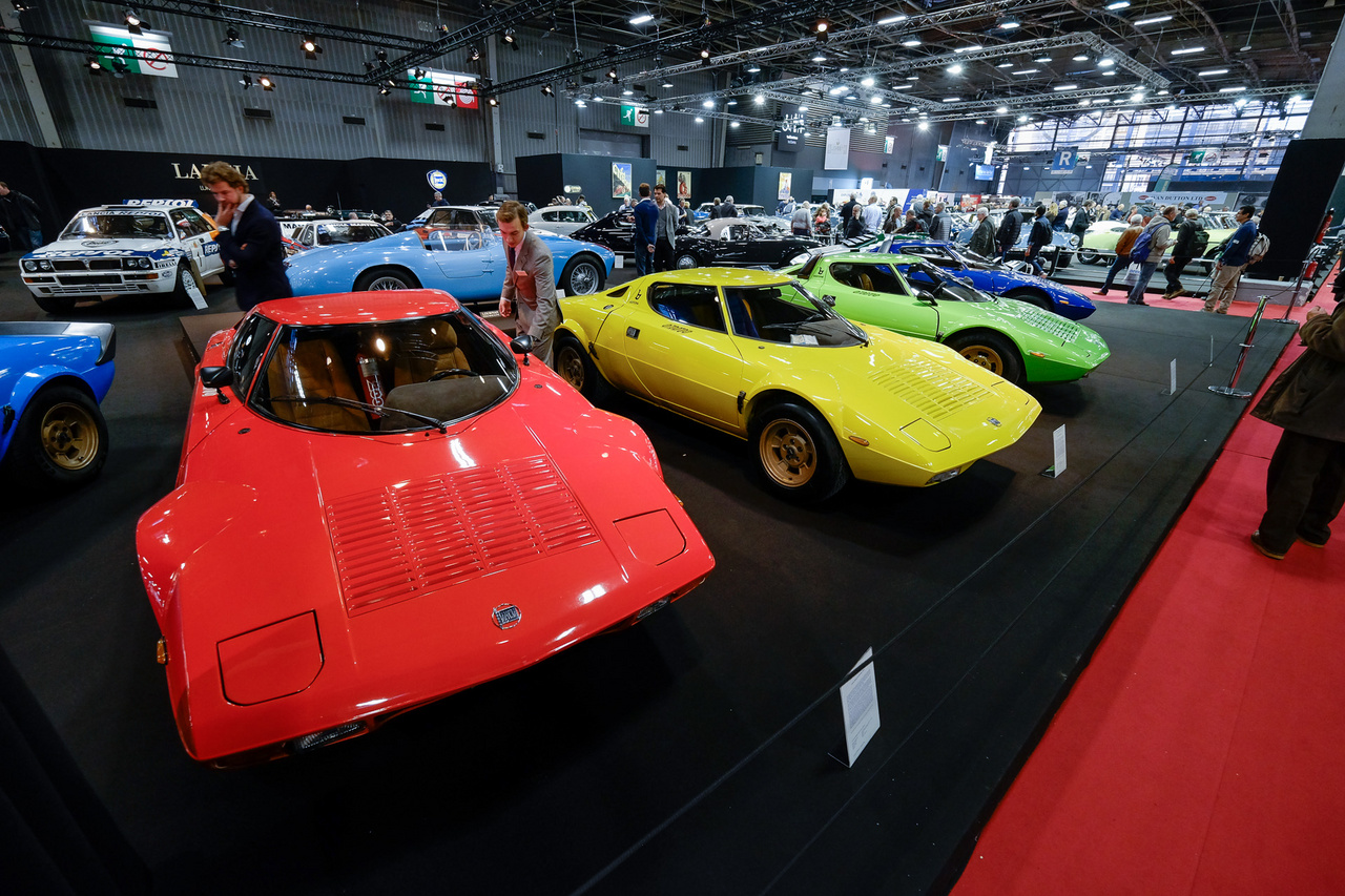 Különleges autó-e a Ferrari-középmotoros, rali-világbajnokságot nyerő Lancia Stratos? Annyira nem, hiszen gyártottak belőle 492 darabot 1973-76 között. Itt például a teljes színválaszték megvan (nincs mind a képen) a piros raliváltozattól az alitaliás fényezésűig, köztük pedig a szivárvány