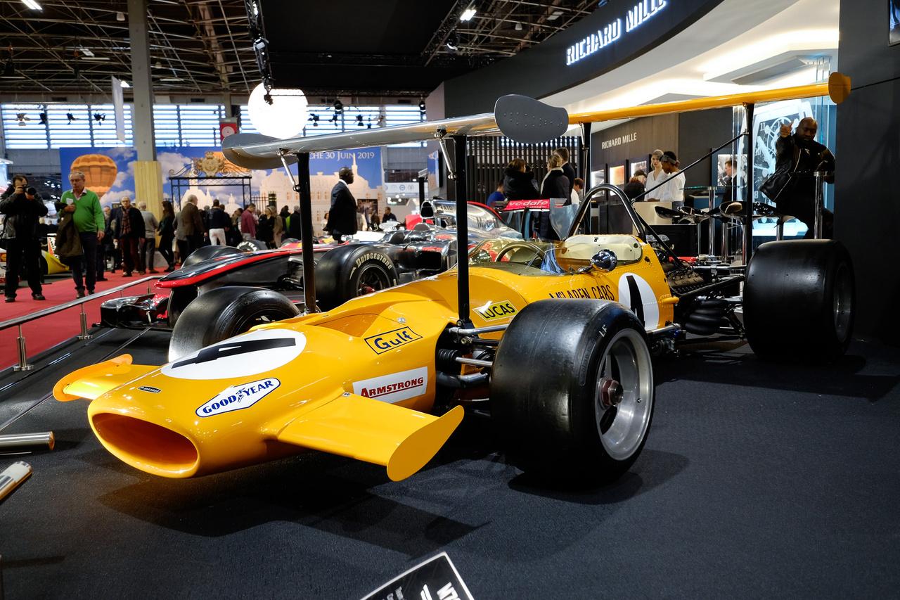 """Kinek van meg az azt autóskártya, amiben ez a duplaszárnyas szörnyeteg volt az egyik """"mindent visz""""? 1969-es McLaren M7C-01 abból a pár hónapból, amikor engedték ezeket a ruhaszárítókat. A Formula-1-es autót háromliteres Ford-Cosworth DFV hajtotta 430 lóerővel, s egyetlenegy versenyen indult, Monacóban"""