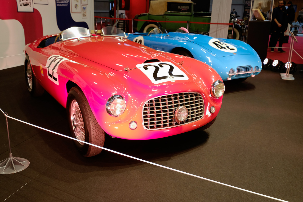 Egyike az első Ferrariknak - egész pontosan a harmadik példány. Idén pont hetven éves ez a 166 MM Barchetta Touring, amelyet természetesen tizenkét hengeres motor hajt, igaz, csak kétliteres, 140 lóerős