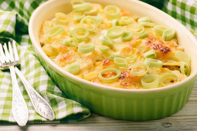 Krumplis, húsos casserole parmezánnal: laktató rakott krumpli kicsit másként