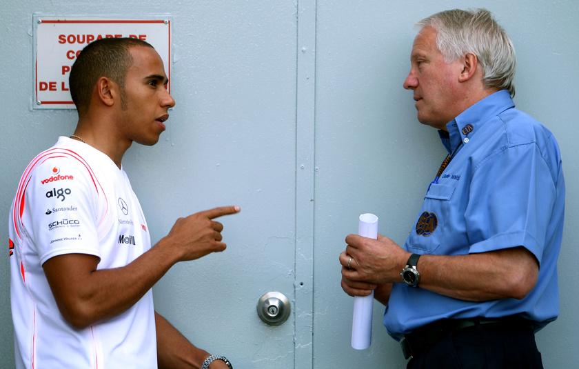 Whiting és Lewis Hamilton.