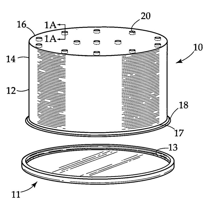 A tortát a gyertyák elfújásakor rákerülő baktériumoktól védő műanyag tok ábrája a szabadalmi leírásból