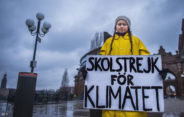 Greta Thunberg tüntet a stockholmi parlamentnél 2018. november 30-án