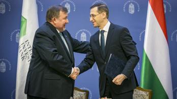 Egy nappal a szabadságharc évfordulója előtt adtak szabad kezet a Putyin-banknak