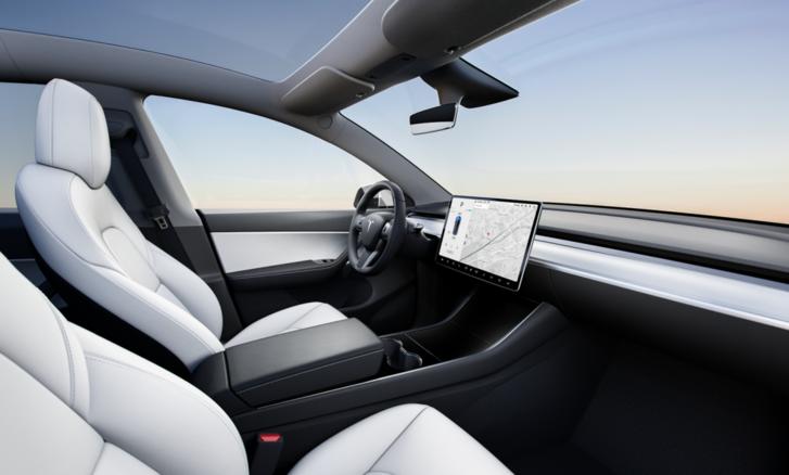 Magasabban fut a tetővonala, de belül ez egy Model 3-as