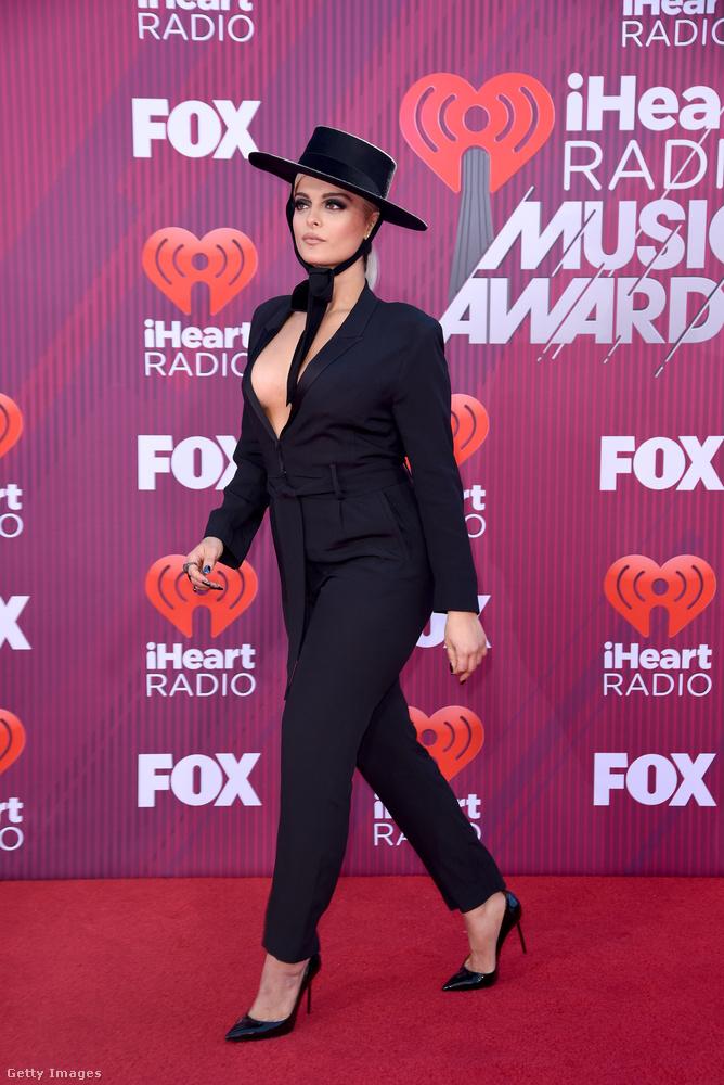 Bebe Rexha egy énekesnő, aki nem szeret nyakig begombolkozni