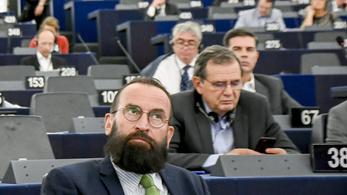 Szájer: Nem kifütyültek, hanem megtapsoltak a frakcióülésen