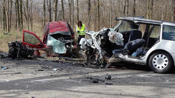 Hárman meghaltak egy autóbalesetben Kiskunmajsánál