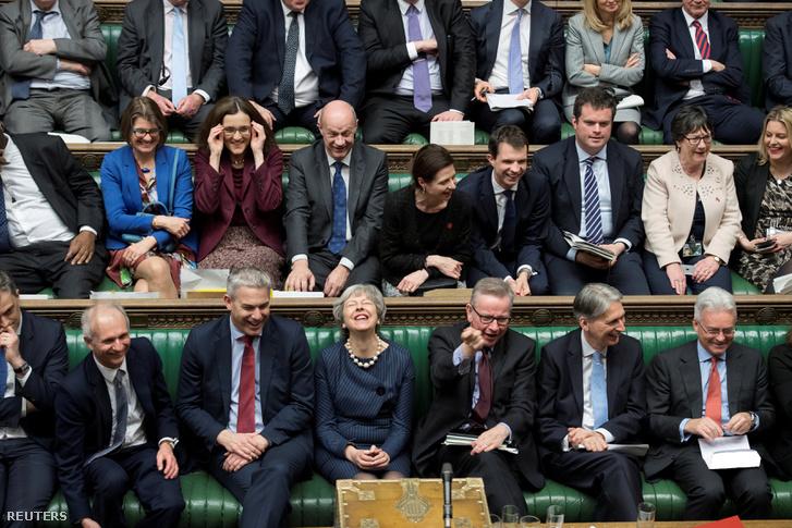 Theresa May reakciója a parlamenti halasztás szavazása után Londonban, 2019. március 14-én