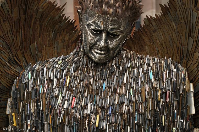 A szobor mellett többek között Idris Elba színésznek is köszönhető, hogy mostanában több figyelem irányul Nagy-Britanniában a késsel elkövetett bűncselekmények elleni harcra