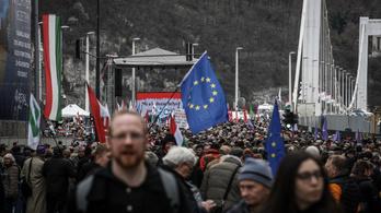Orbán visszafogott beszédet mondott, Dobrev Klára lázadásra buzdított