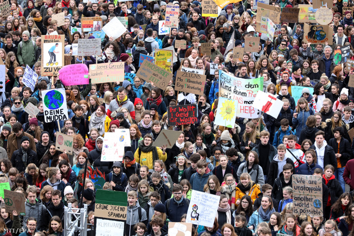 Diákok ezrei tüntettek Berlinben