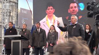 Összefogva tüntetett a teljes ellenzék a Szabad sajtó úton (vágatlan)