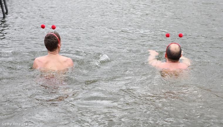 Benedict Cumberbatch érdemei elismerése mellett, ha hideg vízben való fürdésről van szó, részünkről inkább maradunk az ausztrál futballistáknál.