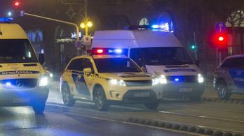 Arcon rúgtak egy taxist éjjel a Deák térnél