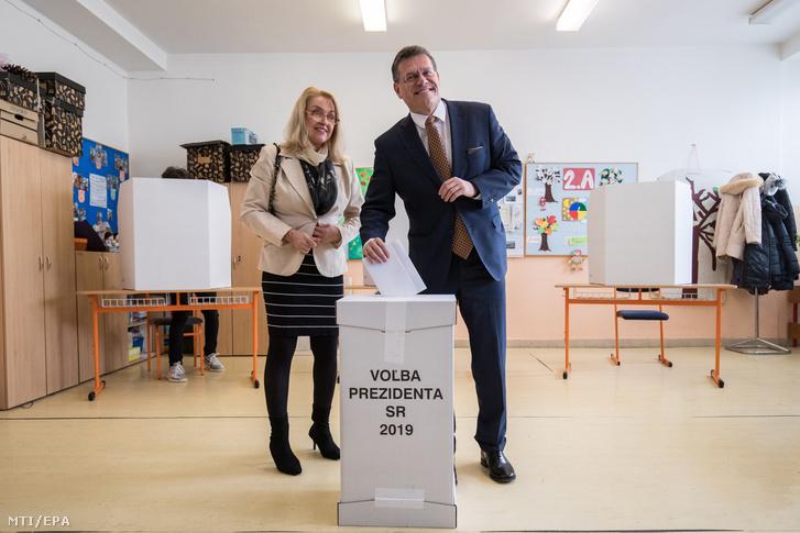 Maros Sefcovic államfőjelölt, az Európai Bizottság energiaunióért felelős alelnöke és felesége, Helena Sefcovic