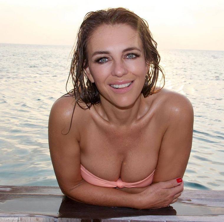 Ennél a bikinit csak nyomokban tartalmazó képnél hadd tegyük hozzá, hogy mi, ha tehettük volna, egészen biztosan strandolással, fürdőruhában töltenénk ezt az egész évet (is)