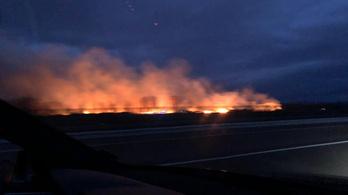25 hektárnyi száraz fű kapott lángra Füzesabony közelében