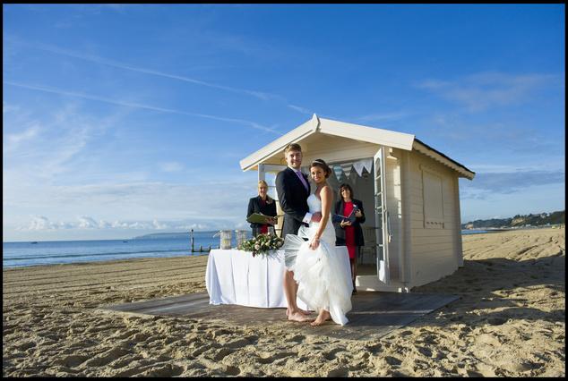 Az angol Bournemouth városa is kínál tengerparti esküvőt hét mérföld hosszú aranyló homokpartján