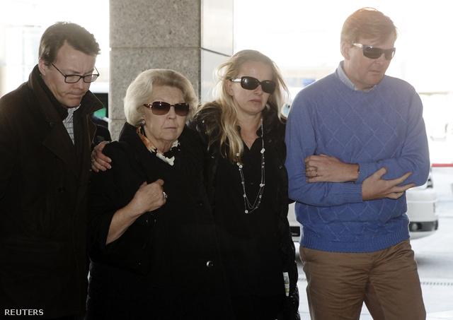 A holland királyi család tagjai Constantijn herceg, Beatrix királynő, Mabel hercegné (Friso herceg neje) és Willem-Alexander korona herceg érkezőben ahhoz az innsbrucki kórházhoz, ahol Friso herceget ápolják