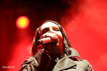 Marilyn Manson megműttette magát, hogy képes legyen az autofellációra