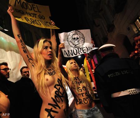 A Femen aktivistái tüntetnek a Versace és az anorexia ellen