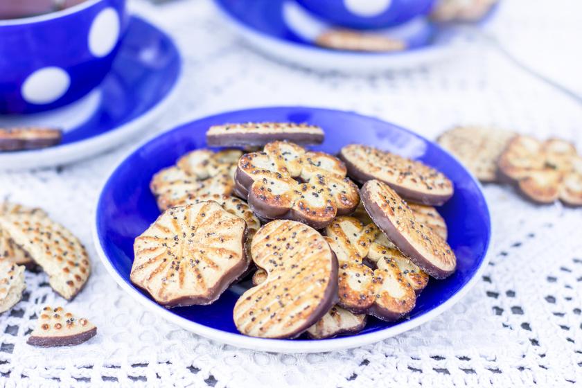Mákos-csokis keksz egyszerű vajas tésztából: nem tudsz belőle eleget sütni