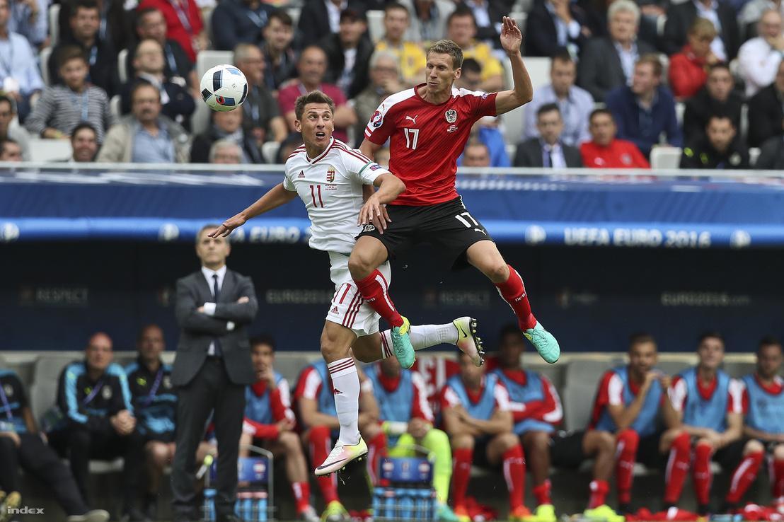 Németh Krisztián (balra) a Magyarország-Ausztria Eb-mérkőzésen a bordeaux-i stadionban 2016. június 14-én