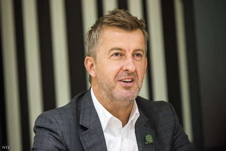 Scheer Sándor a Market Építõ Zrt. vezérigazgatója a Közép-európai Egyetem (CEU) új épületeit és a campus-újjáépítési projektet bemutató sajtótájékoztatón az egyetem épületében 2016. szeptember 15-én.