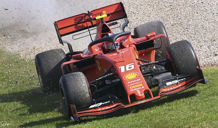 Pályán kívül Leclerc Ferrarija Melbourne-ben