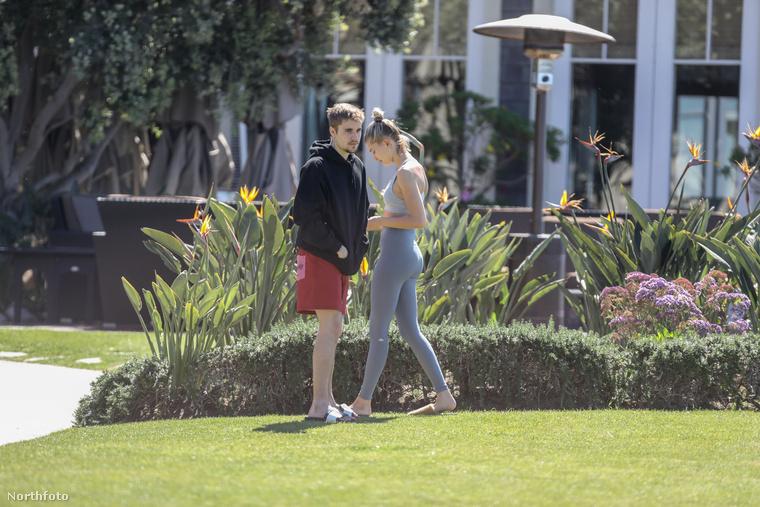 És bár szemmel láthatóan itt még mosolyszünet van Justin Bieber és Hailey Baldwin között/Bieber,...