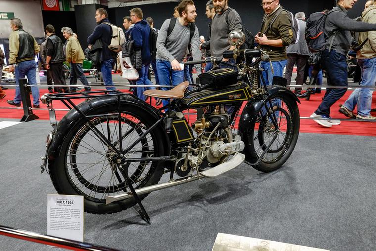 Óriási kiállítás volt Párizsban francia Gnome-Rhone motorkerékpárokból - az idén százéves, két repülőgép-motorgyártóból egyesült cég az ötvenes évekig motorkerékpárokat is gyártott, elég jókat ráadásul