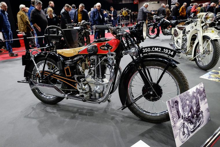 Szép is, gyors is, gondolom, jó drága lehetett ez a könnyű sportmotor 1933-ban
