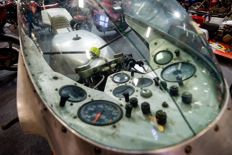 A turbó-prototípus motorján egyedi készítésű, kétlépcsős turbó van (egy lapátkerék a kicsi, egy a nagy fordulatoknak), a blokkja a 750-es négyhengeres rokona, de mindenét újjátervezték, a nagy hő miatt pedig a belső alkatrészek plazmabevonatot kaptak