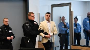 Erős plexifal mögött tartják a tavalyi chemnitzi késelés vádlottjának perét